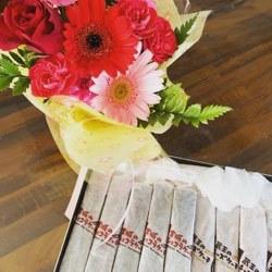 お花とチーズケーキいただきました